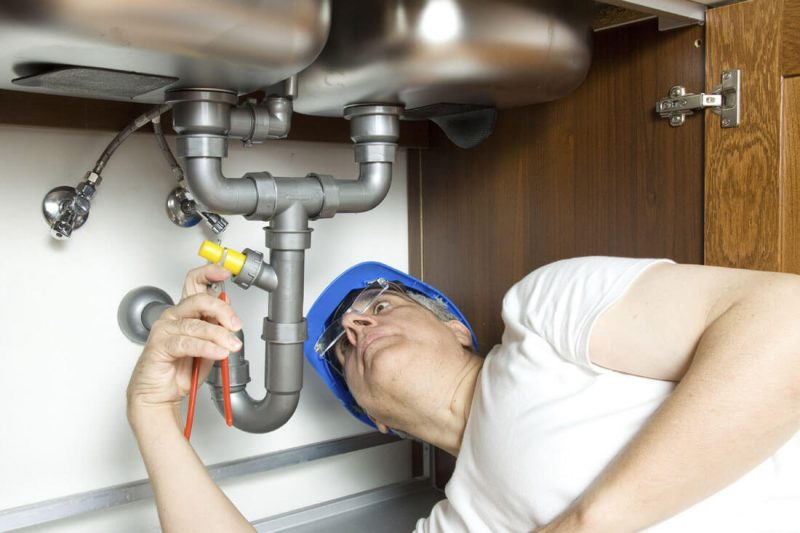 Is it important for plumbers to get insured.